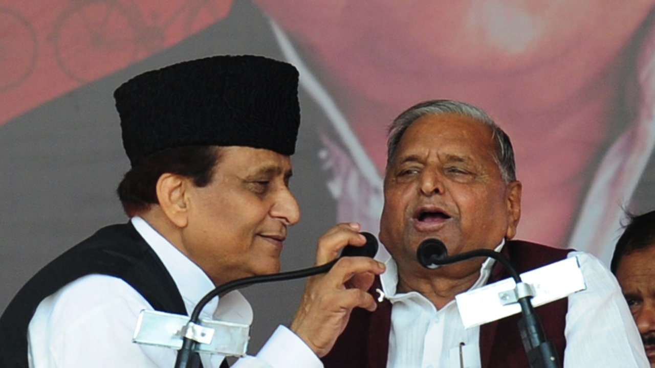 Azam Khan (L) and Mulayam Singh Yadav (Sanjay Kanojia/AFP/Getty Images)