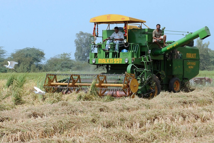Farm Mechanisation In India- How Madhya Pradesh Is Transforming Its Agriculture Sector Through Custom Hiring Centres