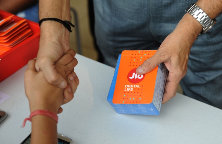 Free Pass No More: Reliance Jio To Charge Calls To Rival Networks At 6 Paise Per Minute In View Of TRAI Diktat