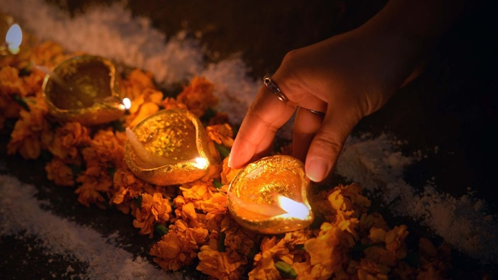Mumbai: Actor Accuses Muslim Neighbours Of Refusing To Allow Diwali Celebration, Rangoli; Destroys Lighting