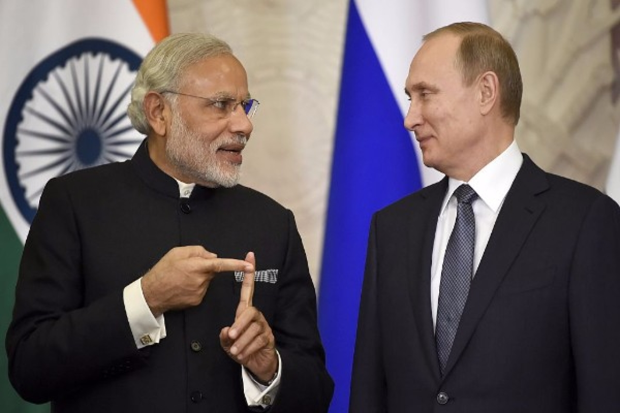 Russian President Vladimir Putin, right,  listens to Prime Minister Narendra Modi during a ceremony. (ALEXANDER NEMENOV/AFP/GettyImages)