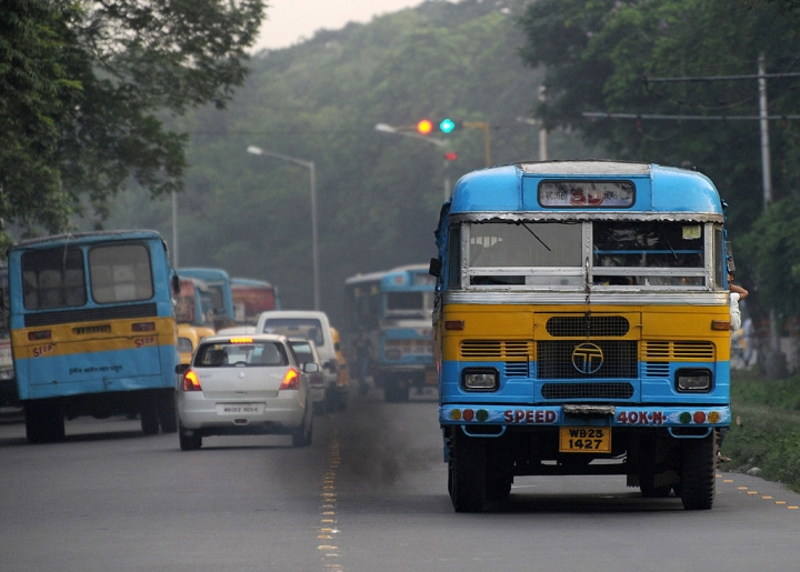 Fresh Air A Luxury In  Tagore's Land: Kolkata Surpasses Delhi To Become The Most Polluted Metro In India