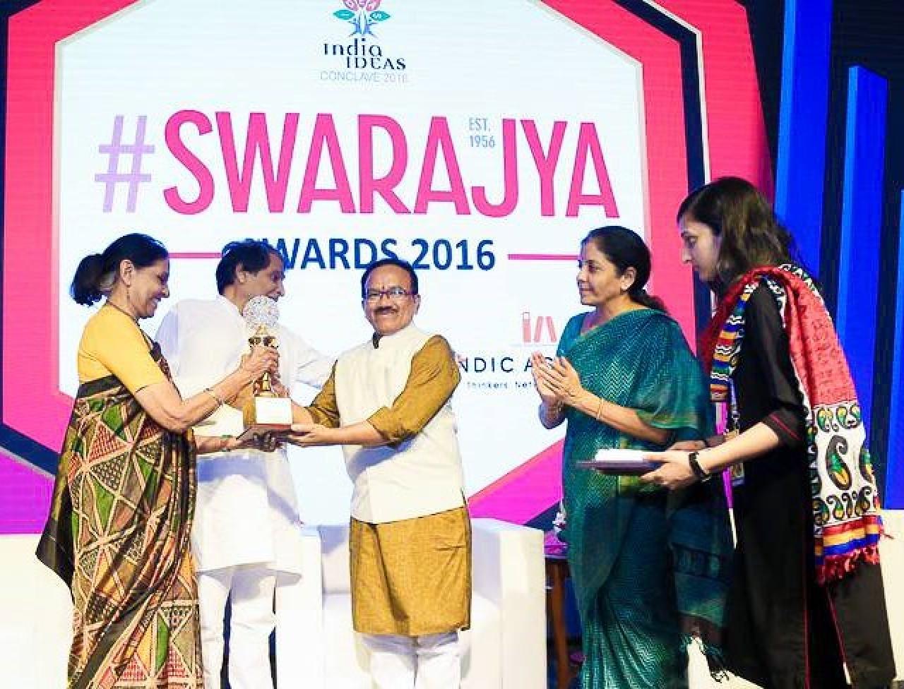 Jaitly receiving her award