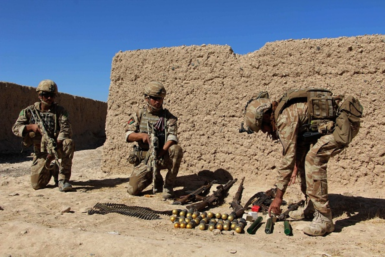 Afghan soldiers take position during a battle with Taliban militants. (GettyImages)