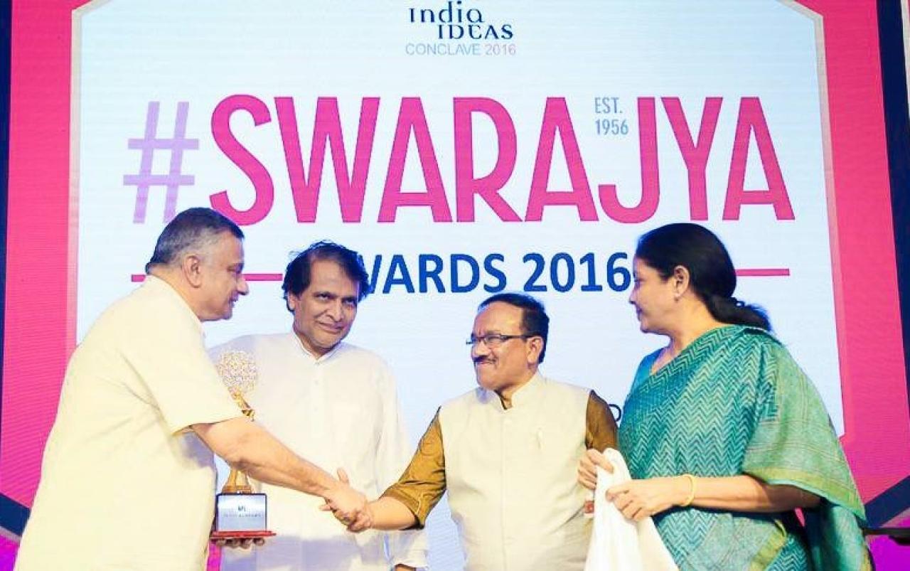 T C A Srinivasa-Raghavan shaking hands with Parsekar
