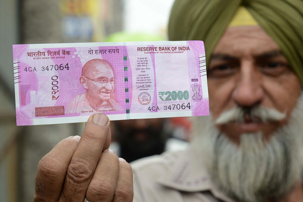 The new Rs 2000 note (NARINDER NANU/AFP/Getty Images)