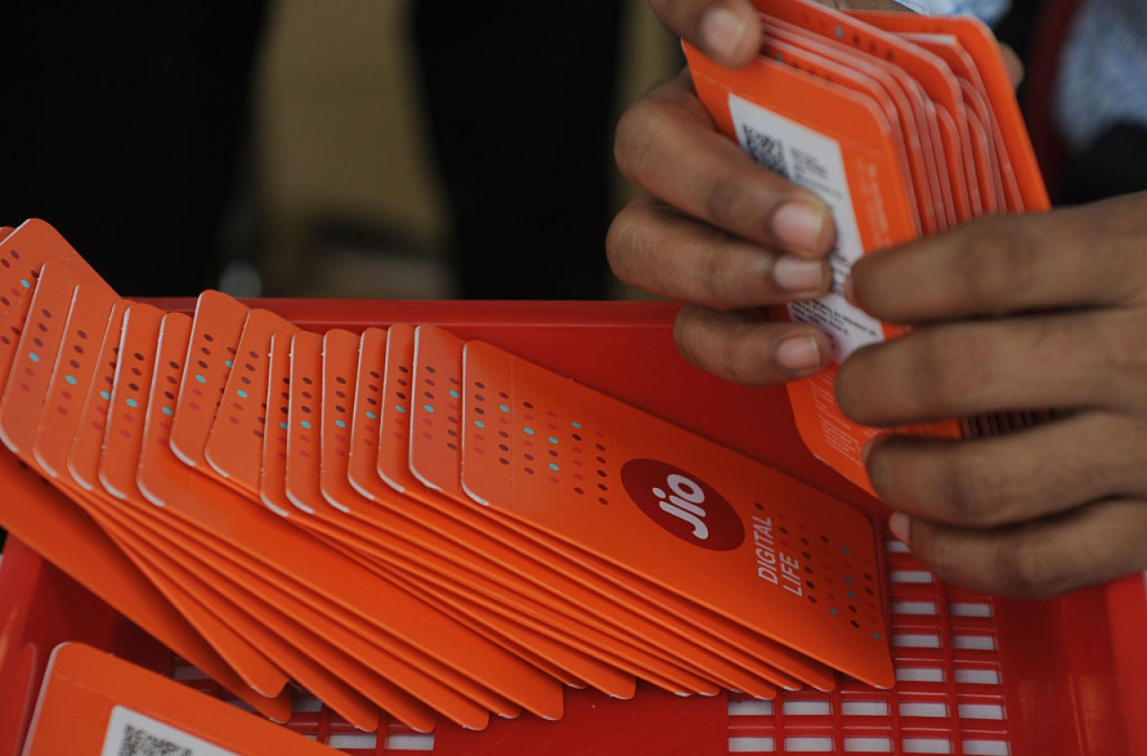 A staff member arranges Reliance Jio Infocomm 4G mobile service SIM cards at a store in Mumbai. (INDRANIL MUKHERJEE/AFP/Getty Images)