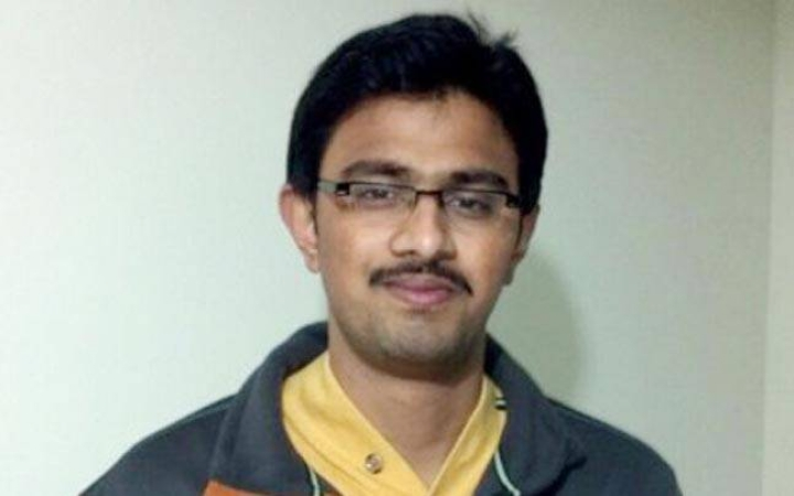 Here's What We Know So Far About   The Kansas City Shooting That Left An Indian Engineer Dead