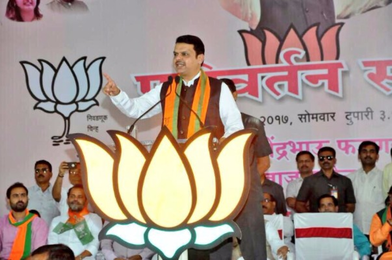 Maharashtra Chief Minister Devendra Fadnavis at a public meeting in Latur preceding the municipal election. (Devendra Fadnavis/Twitter)