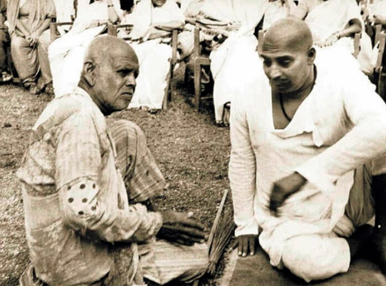 Sant  Tukdoji Maharaj (right) is seen here with Sant Gaadge Maharaj. Both were fierce social reformers. Tukodji Maharaj was associated with the RSS and was targeted by the British. He sang not only about the Divine and freedom. He also sang Bhajans on the need for hygiene and the need for toilets.