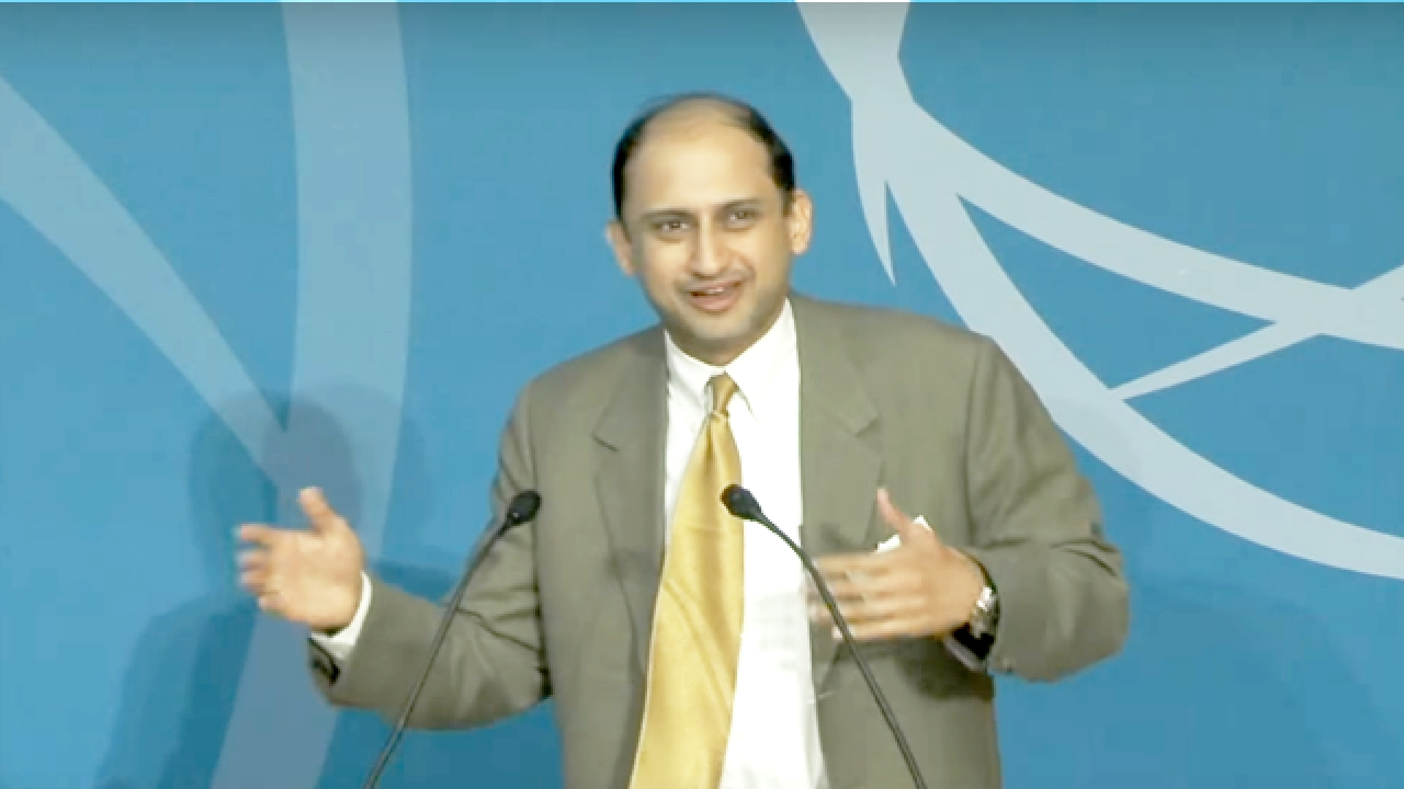 RBI Deputy Governor Dr Viral V Acharya speaking at an event.