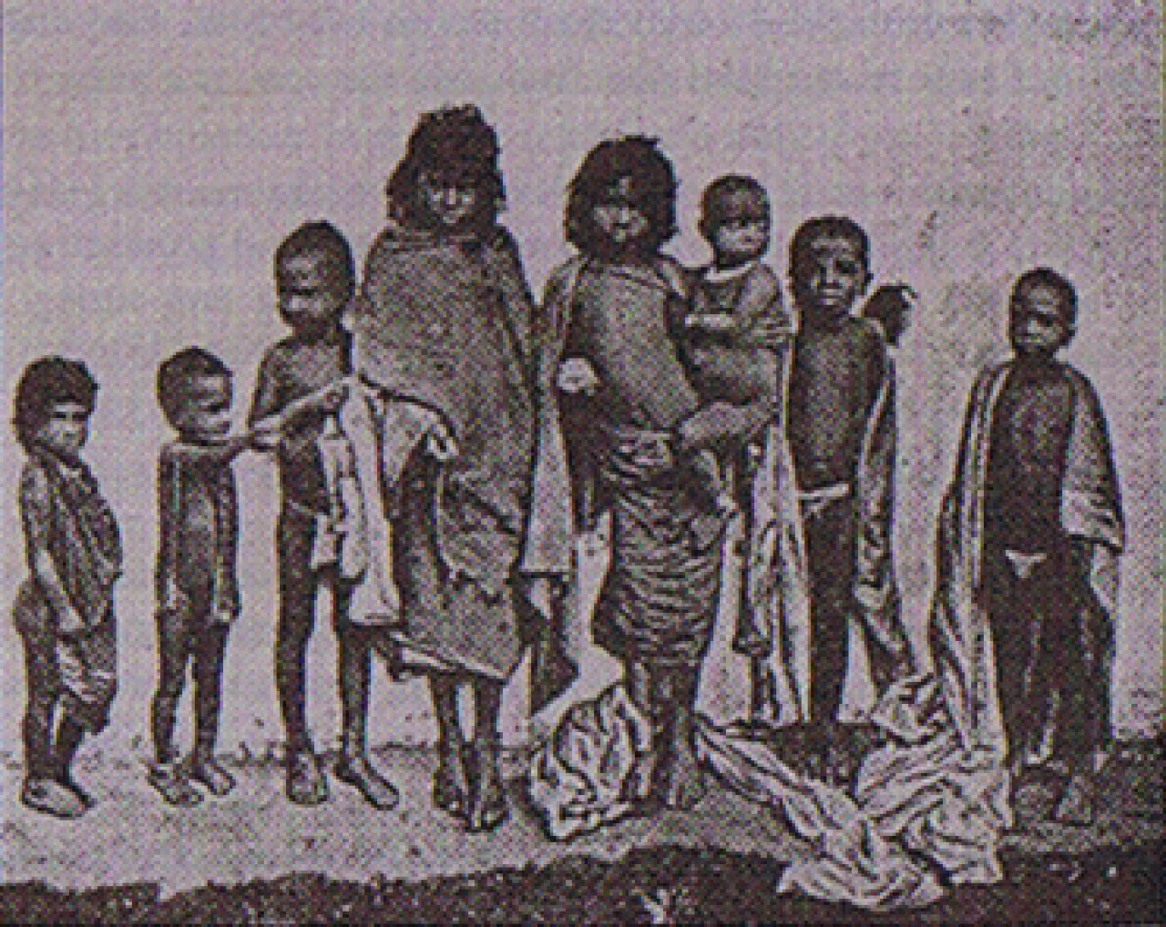 Tamil children working in Sri Lankan tea estates, 1900. (Roy Moxham, <i>A Brief History of Tea</i>, 2009)