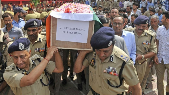 J&K Cops To Donate A Day's Salary To  Relatives Of Policemen  Killed By Pakistan-Backed Terrorists