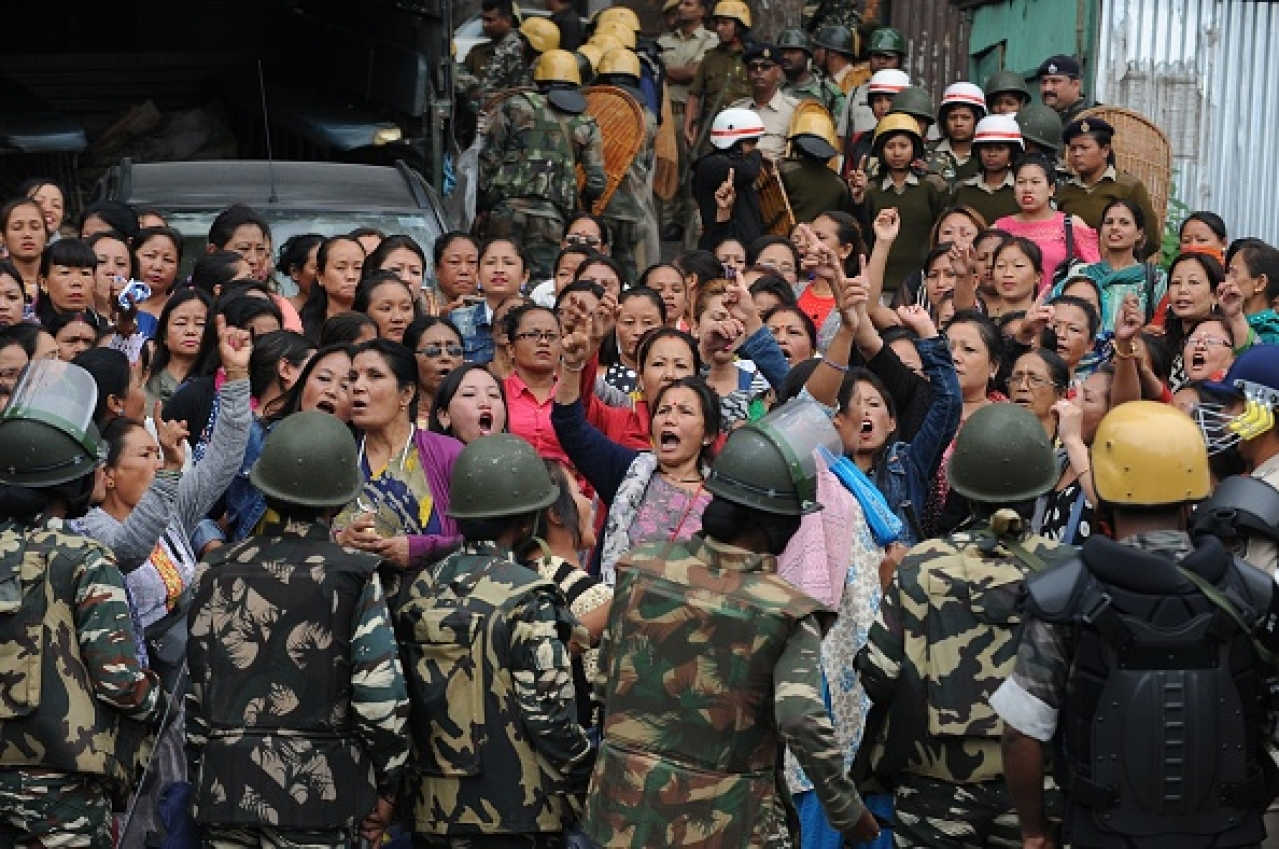 Indian police personnel stop Gorkha Janmukti Morcha (GJM) supporters. (DIPTENDU DUTTA/AFP/Getty Images)