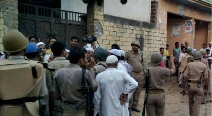 Mob In Muzaffarnagar Attacks Police Team Investigating Cow Slaughter, Manages To Free The Accused