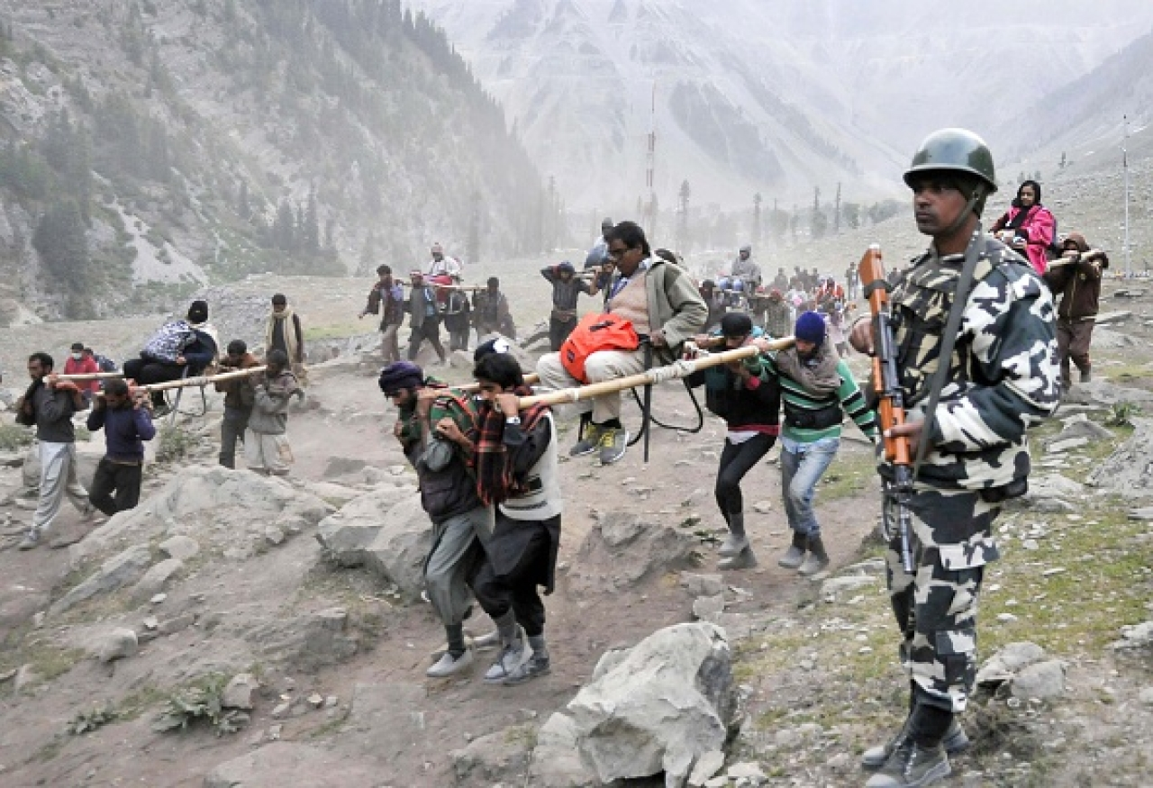 Hindu pilgrims on their way to the Amarnath cave. (Waseem Andrabi/Hindustan Times via GettyImages)