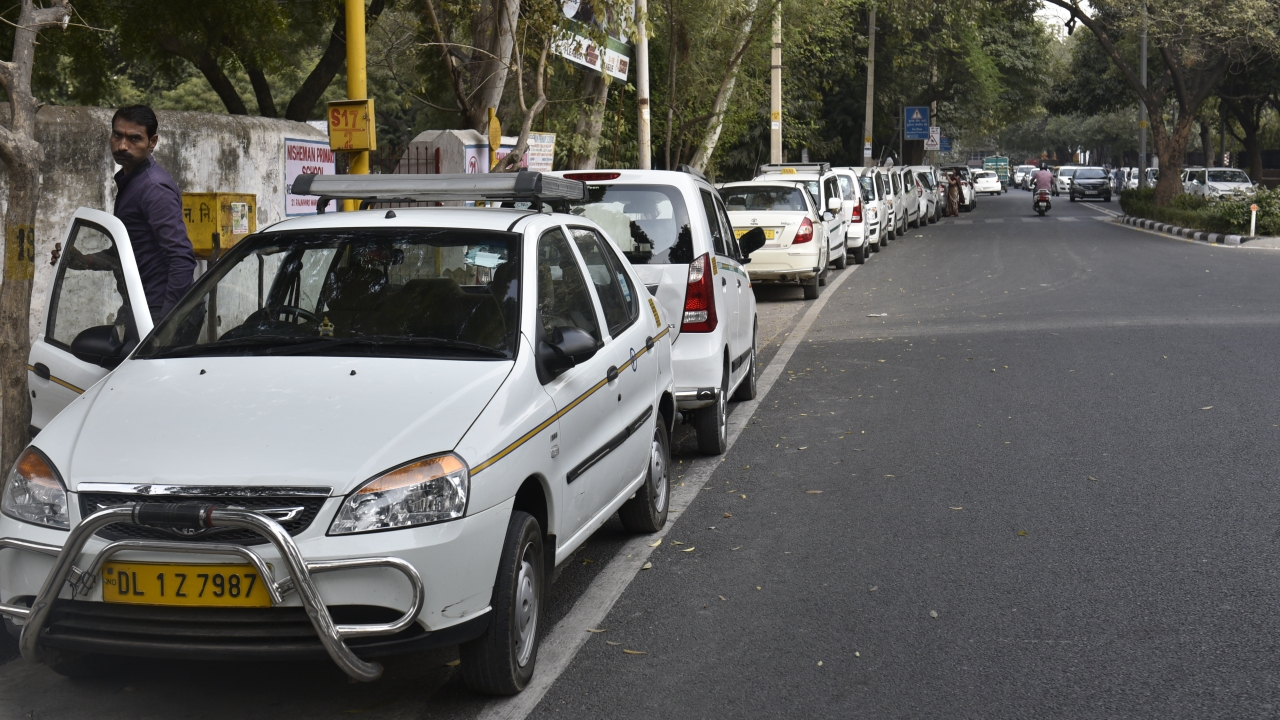 Government Panel Supports NITI Aayog's Recommendation, Private Vehicles May Soon Be Able To Operate Under Ride-Sharing Aggregators