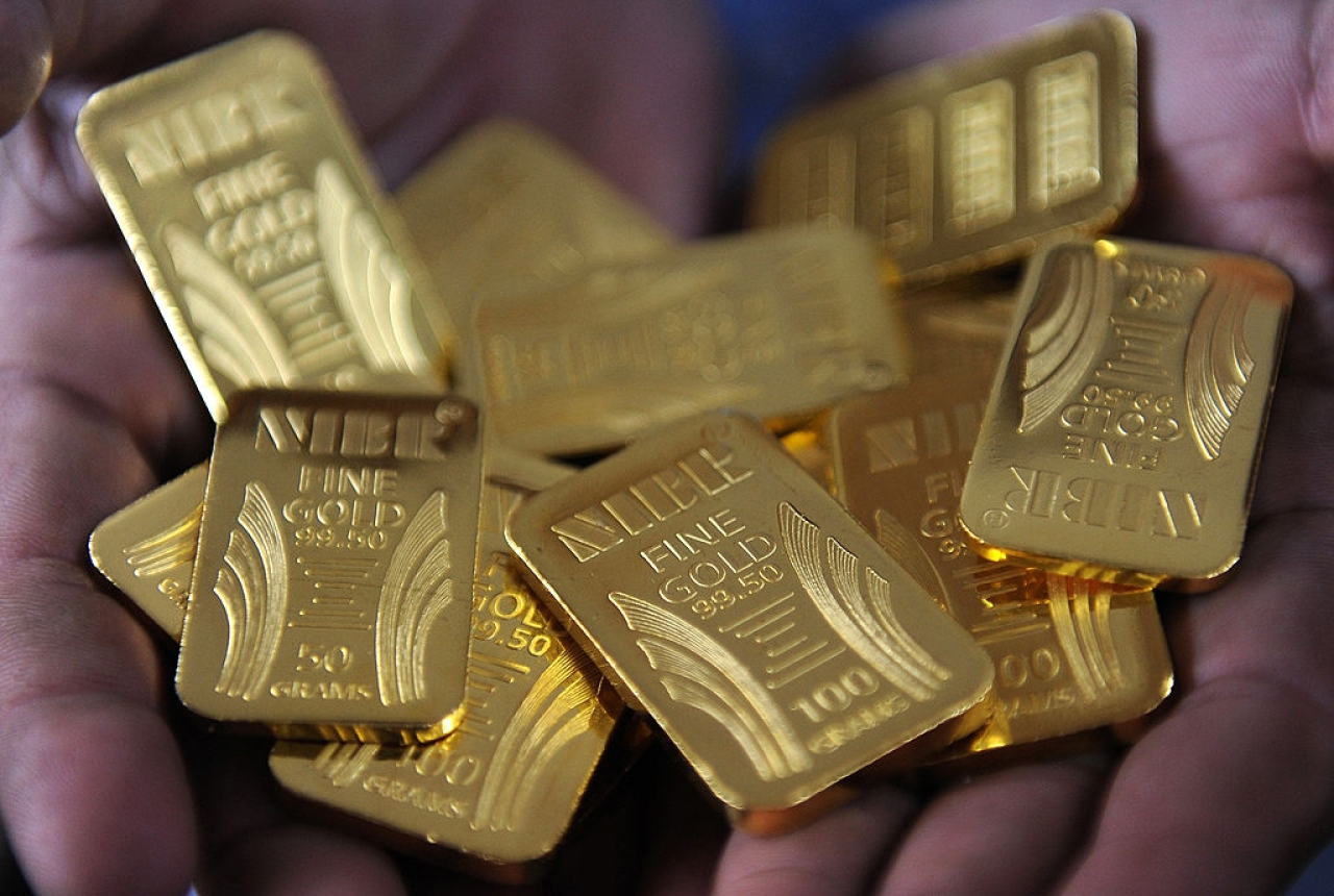 A worker displays gold bars at the National Indian Bullion Refinery (NIBR)'s gold and silver refinery in Mumbai on November 6, 2009. (INDRANIL MUKHERJEE/AFP/Getty Images)