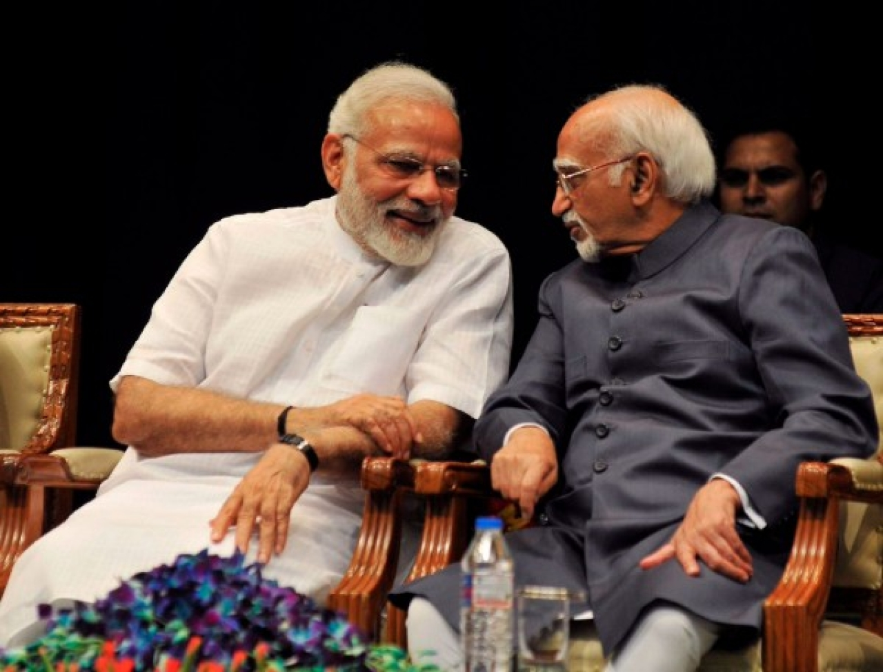 Prime Minister Narendra Modi (L) and outgoing Vice President Hamid Ansari at the farewell programme for the latter (Twitter)