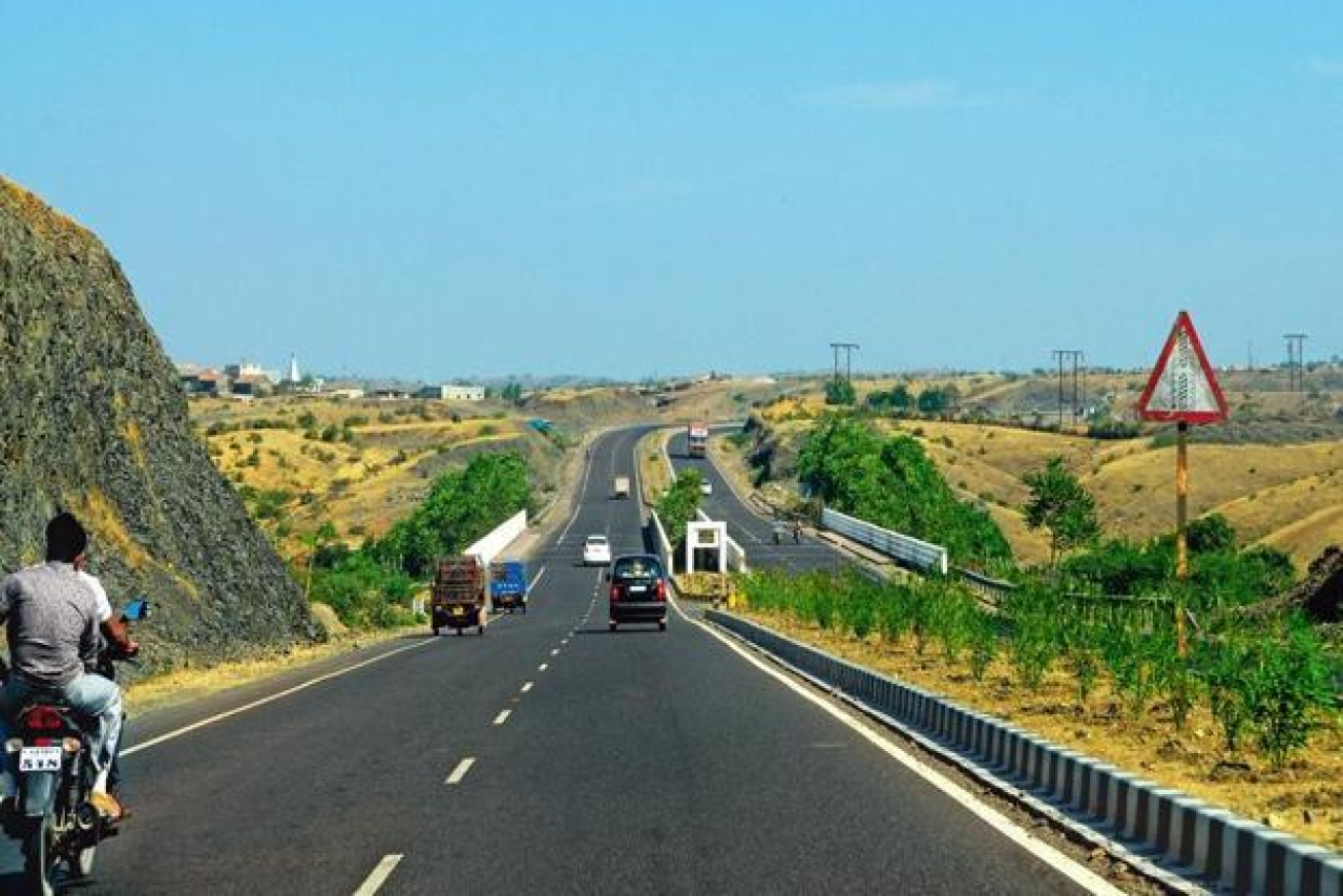 The largest ever outlay for road construction comes in the backdrop of the NDA implementing GST which aims to create a common market by dismantling inter-state tariff barriers.  (Ramesh Pathania/Mint)