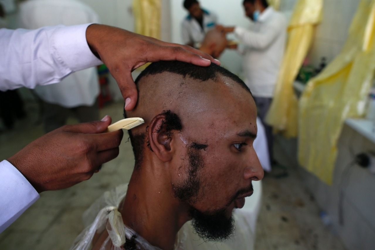 A Muslim man gets his head shaved. (AHMAD GHARABLI/AFP/Getty Images)