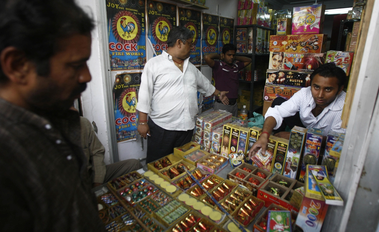 A shop selling fireworks in Delhi (NICHOLAS BRADLEY/AFP/Getty Images)