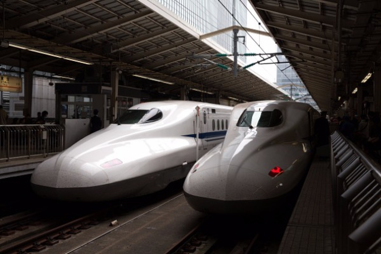 Shinkansen bullet trains at Tokyo Train Station. (Carl Court/Getty Images)