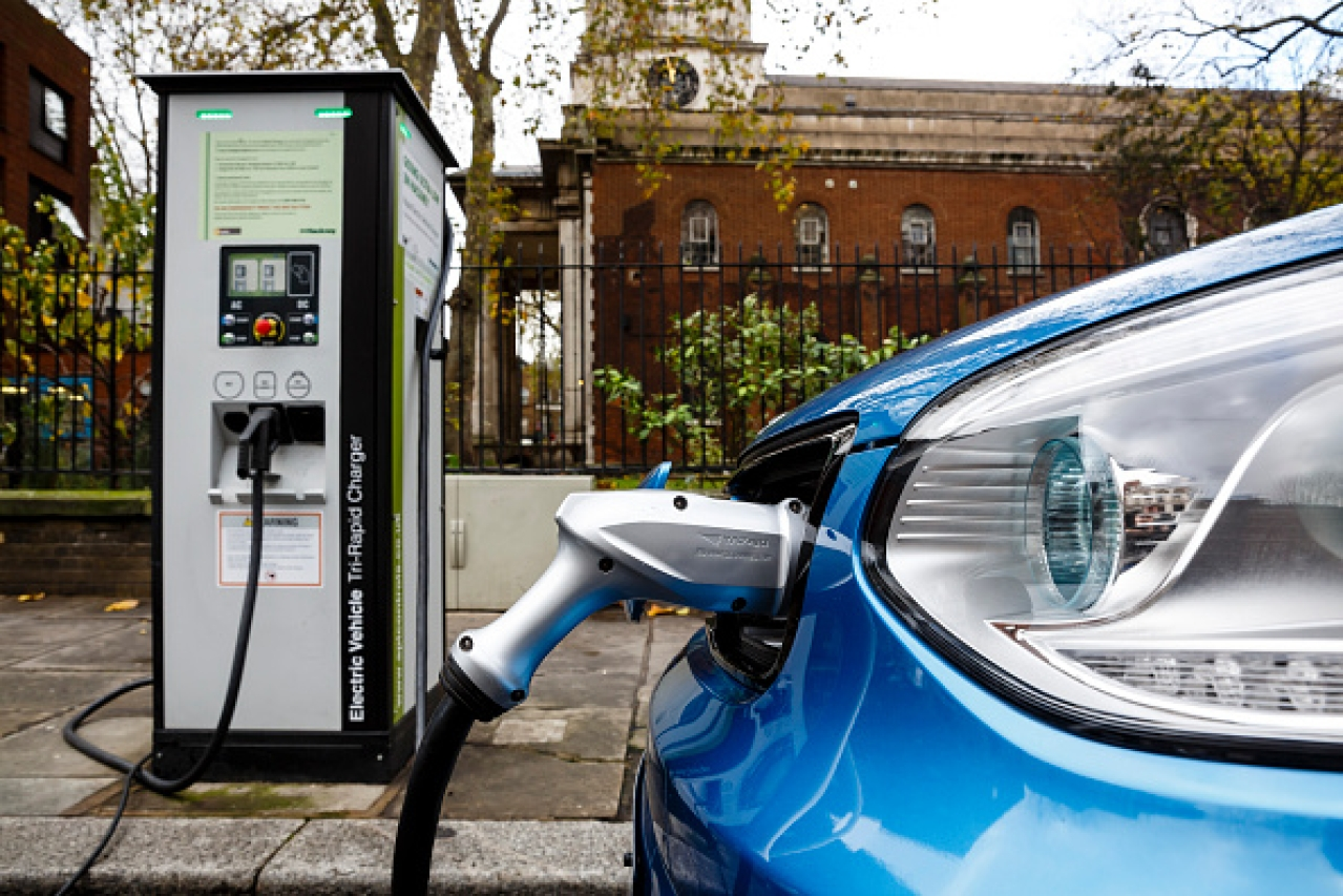 Go Ultra Low Kia Soul EV on charge on a London street. (Miles Willis/Stringer)