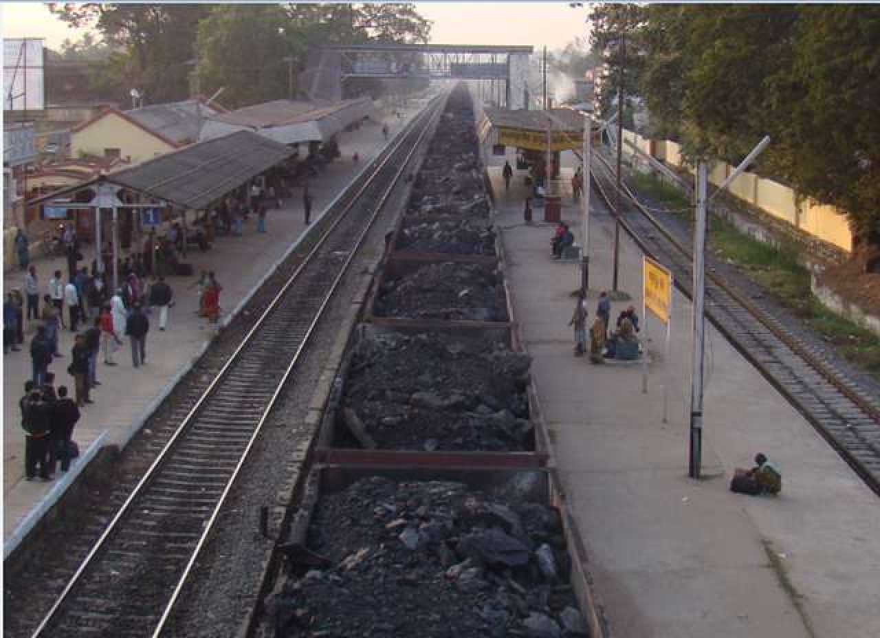 Railway rake with coal at Sambalpur Road, Odisha. (Wikimedia Commons)