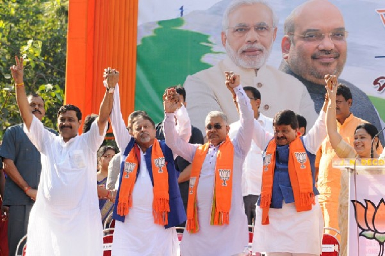 It all began when Mamata's former aide Mukul Roy (second from left) joined the BJP.  (Samir Jana/Hindustan Times via Getty Images)