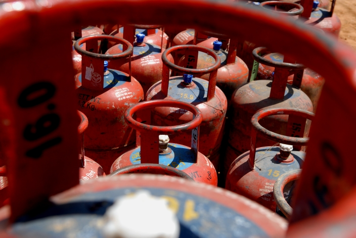 Ujjwala Yojana Seems To Have Clicked, Nearly Two Crore Poor Households Have Shifted To LPG Based Fuel