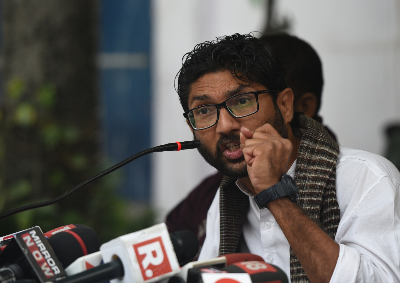 Jignesh Mevani Attempts A Shehla Rashid In Chennai, Asks For Republic TV's Mic To Be Removed, Media Walks Out Instead