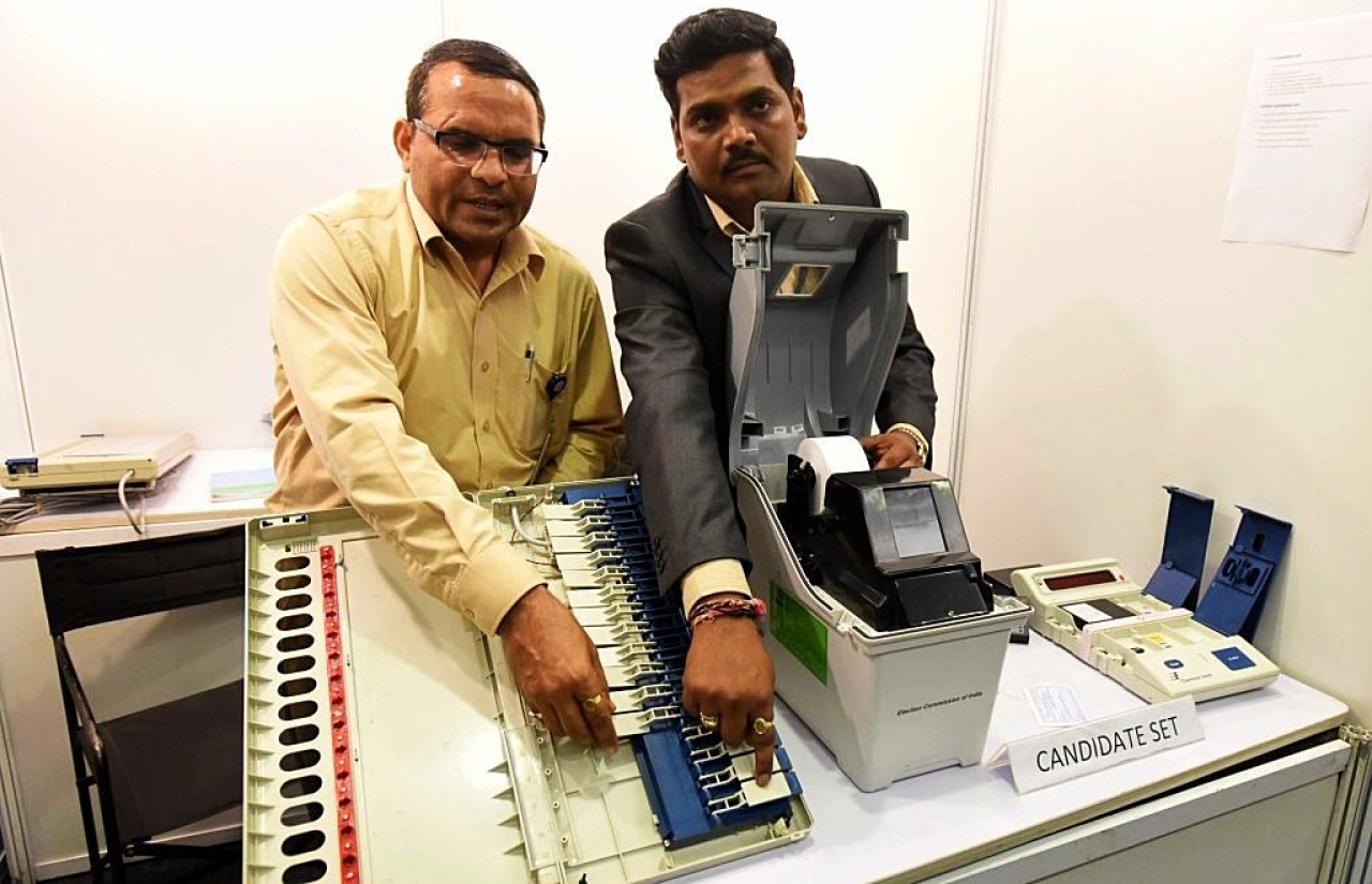 Election Commission conducts a live demonstration of the workings of the EVM and VVPAT machines. (Sonu Mehta/Hindustan Times via Getty Images)