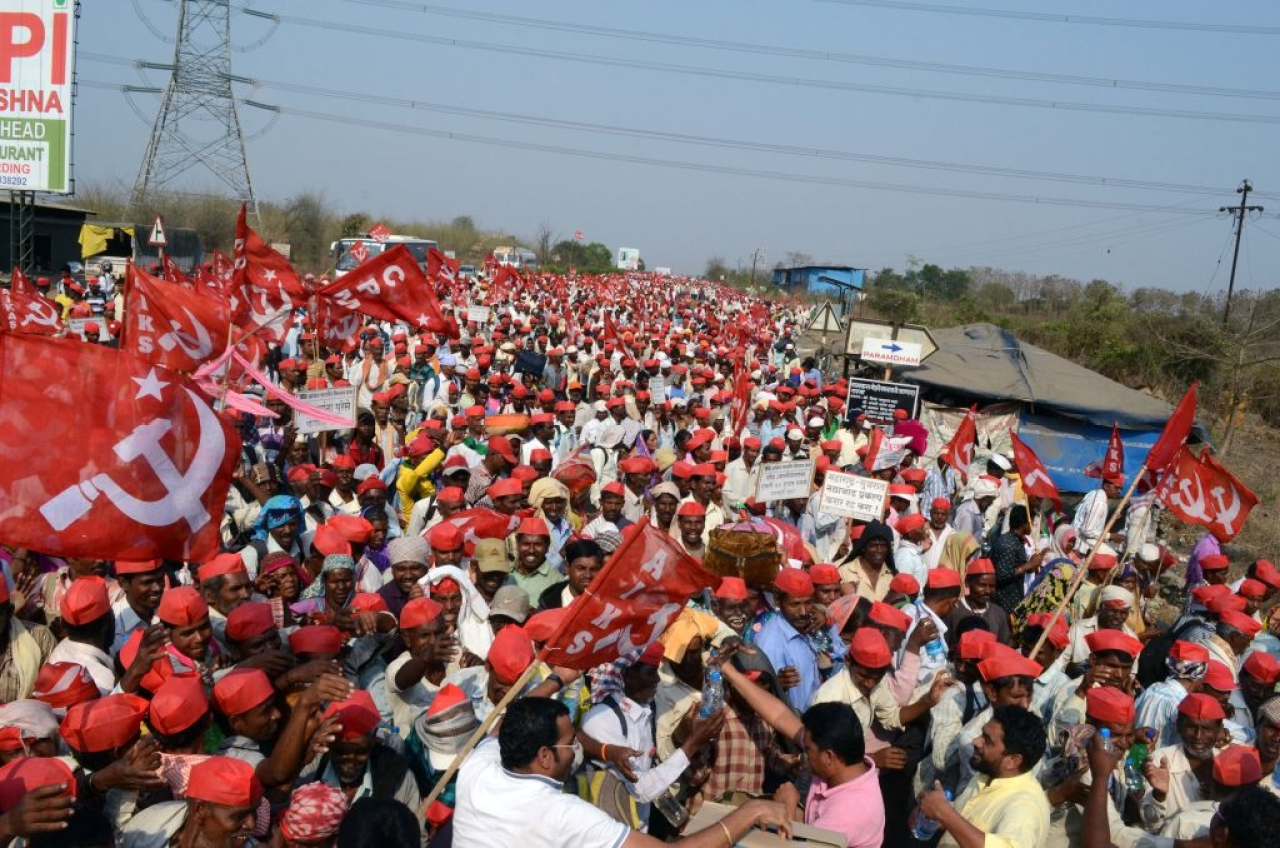 Communists marching from Nashik to Mumbai (Rishikesh Choudhary/Hindustan Times via GettyImages)
