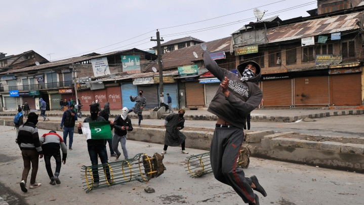 Are Stone Pelters Now Attacking Tourists In Kashmir?
