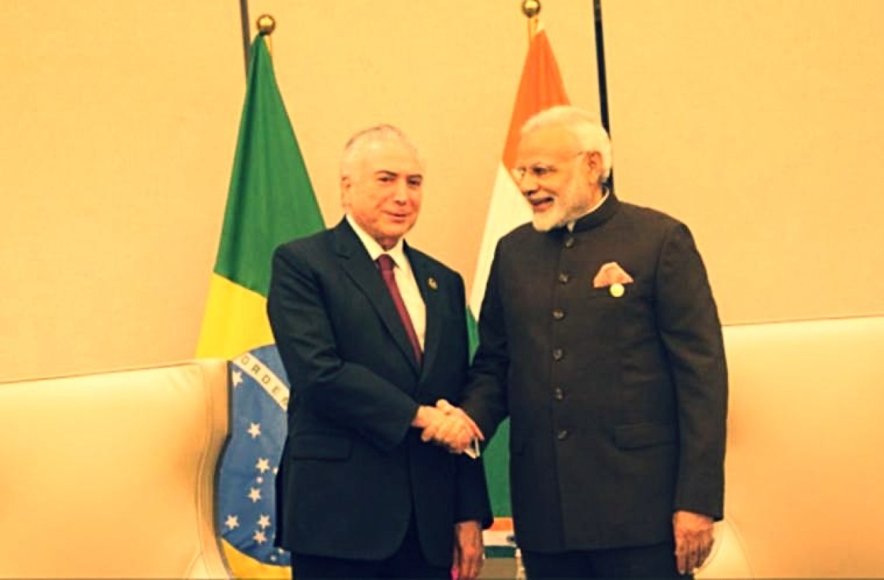 Brazilian President Michel Temer (L) with Indian Prime Minister Narendra Modi (Twitter/PIB_India)