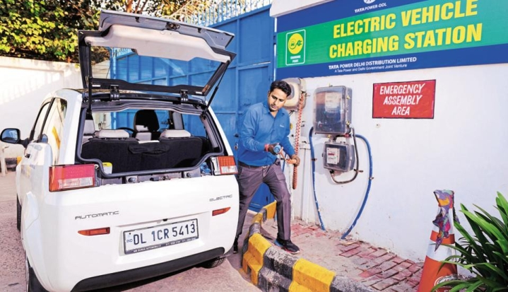 Transport Ministry May Soon Include Charging Stations Under Corporate Social Responsibility