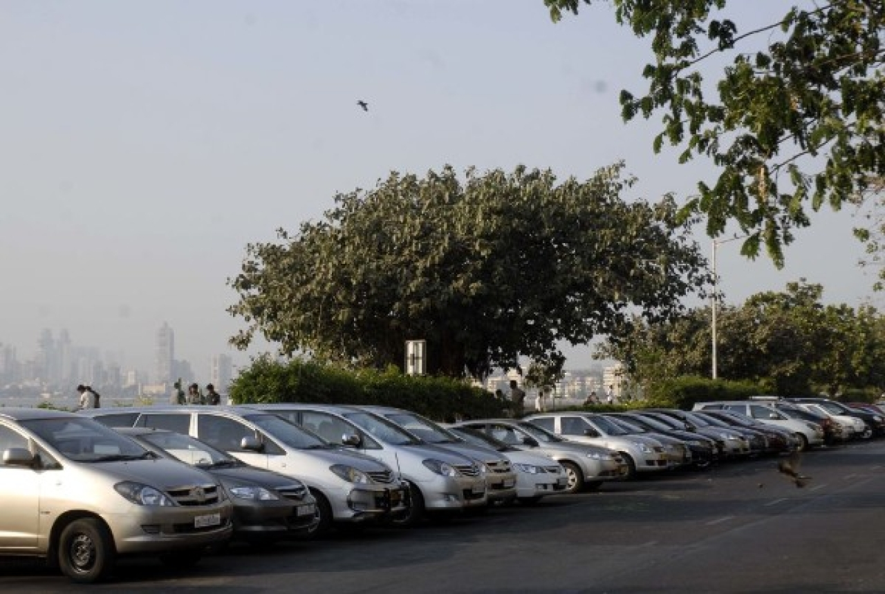 Cars parked in the Nariman Point area (Kalpak Pathak/Hindustan Times via Getty Images)