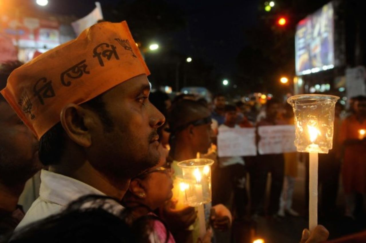 State BJP Yuva Morcha organised a candle march to protest against violence and death of 20 people of different political parties in West Bengal panchayat polls 2018. (Samir Jana/Hindustan Times via Getty Images)