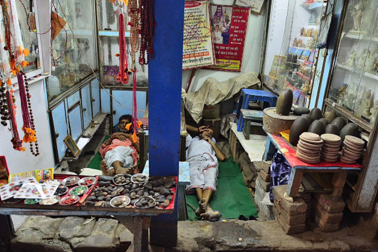 A shop that sells religious items near the Kashi Vishwanath temple on 26 April 2016 in Varanasi.