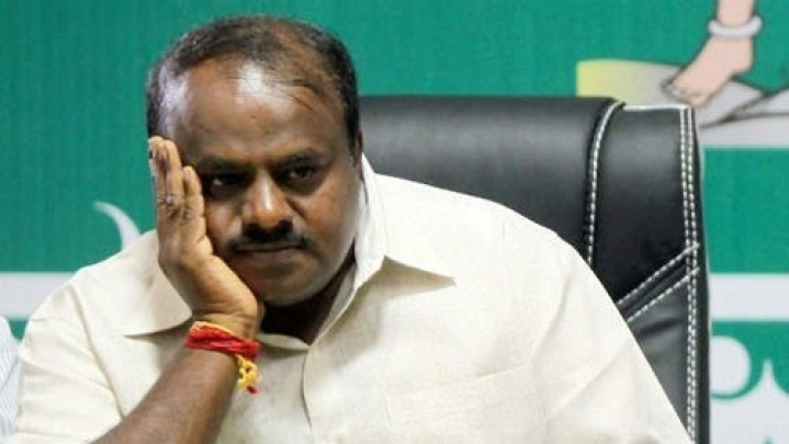 IT  Officials Raid Rooms Of Congress Leaders In Resort; Turned Away From Entering H D Kumaraswamy's Room