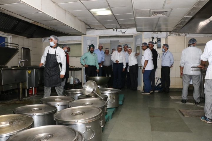 Not Sure Of The Quality Of Food In Trains? IRCTC To Live Stream Food Preparation