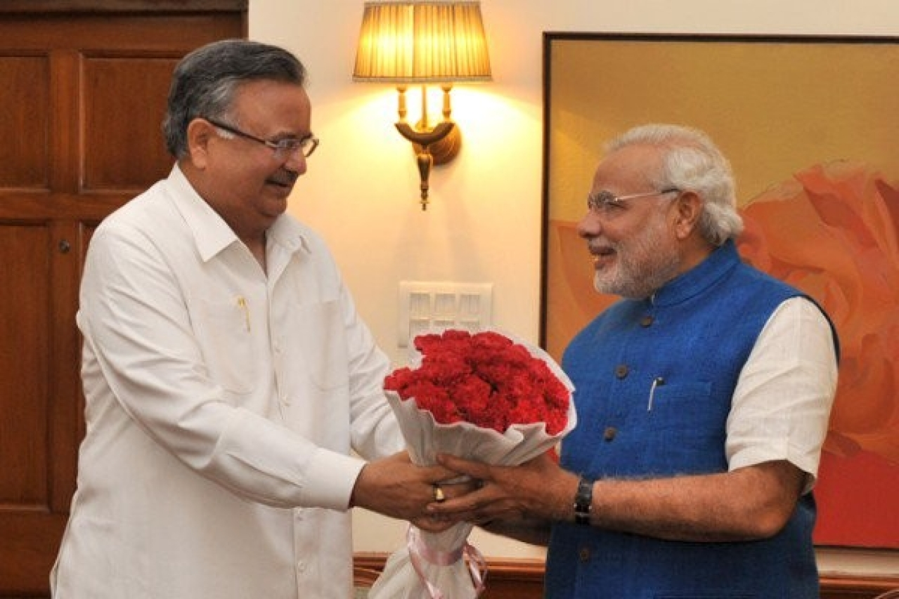 Chhattisgarh Chief Minister Raman Singh (L) with PM Narendra Modi.