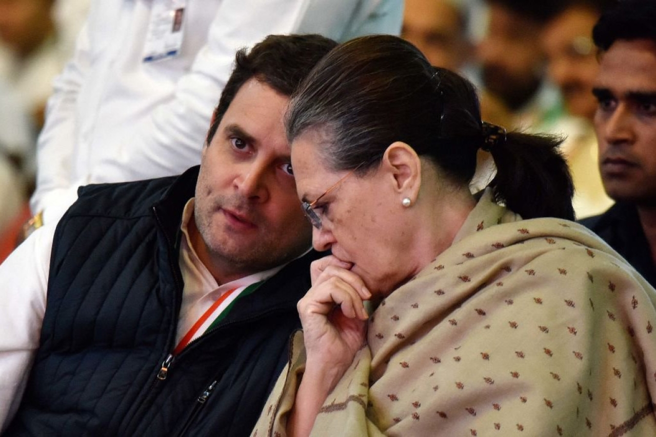 Rahul and Sonia Gandhi. (Mohd Zakir/Hindustan Times via Getty Images)