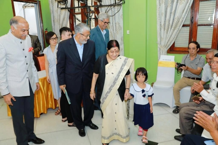 'Jaipur Foot' Reaches Vietnam: EAM Sushma Swaraj Presents 500 Prosthetic Limbs To Vietnamese Children