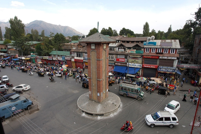 As Normalcy Returns In The Kashmir Valley, Government Offices Record High Attendance; Apple Sales Bounce Back
