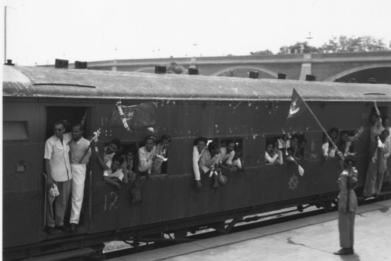 One of 30 special trains leaving New Delhi station, taking the staff of the Pakistan government to Karachi on 7 August 1947. (Keystone Features/GettyImages)