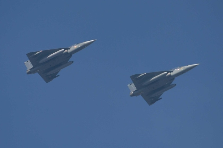 LCA Tejas Impresses Malaysia In 'Dogfight' With Pakistan's JF-17, Korea's FA-50 In Bid To Bag Air Force Contract