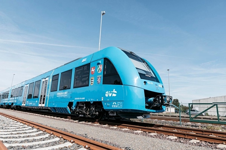 Germany Unveils World's First Hydrogen Train, Steam and Water To Be The Only Exhaust