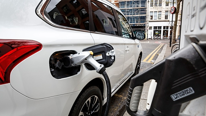 Government Nudges Faster Adoption Of Electric Vehicles: Extends FAME-I Scheme Till 31 March 2019